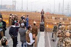 delhi police chief reviews security arrangements at ghazipur border