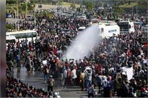 myanmar police crank up pressure on protests