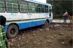 haryana-roadways-bus-entered-water-house-uncontrolled