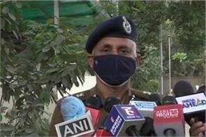 delhi police commissioner said on the questions of barricading against farmers