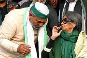 mahatma gandhi s granddaughter reached ghazipur border