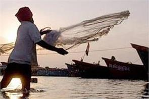 pakistan arrests 17 indian fishermen