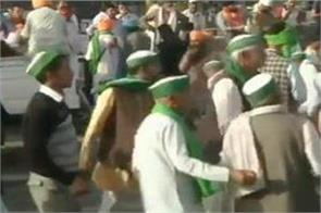 bharat bandh farmers danced to the songs of holi on the ghazipur border