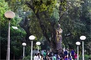 tributes paid to martyrs at shaheed chandrashekhar azad park