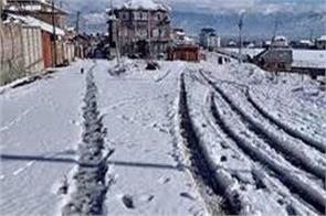 fresh snowfall in kashmir contact with many villages lost