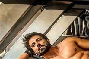 sonu sood show 6 pack abs inside the gym