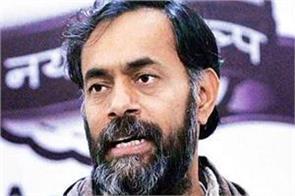 yogendra yadav met akhil gogoi in jail