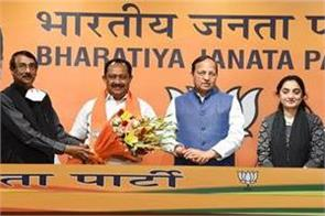 former kerala congress committee secretary vijayan thomas joins bjp
