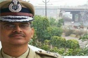 three ips officers including amitabh thakur retired by the government