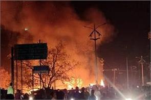 fierce fire in sarai dhela vegetable market of dhanbad many shops burnt down