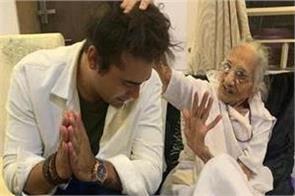singer jubin nautiyal met pm modi s mother