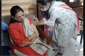 dhanpat singh neelam singh and bhupeshwar dayal put the first dose of vaccine