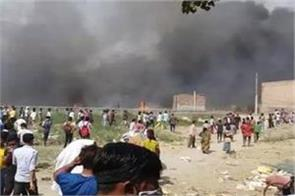 noida s slums caught fire due to cylinder burst