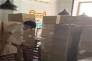 96 oxygen concentrators recovered from khan market