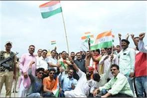 youth come to hoist the flag at lal chowk return to punjab