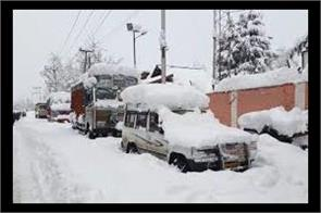 fresh snowfall at zozila pass srinagar leh highway closed