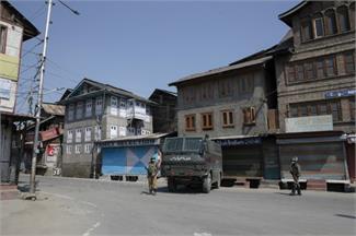 कोरोना वायरसः जम्मू-कश्मीर में सूनी पड़ी सड़कें...लोगों के घर पहुंची हेल्थ टीम