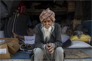 किसान आंदोलन: अच्छे दिन का इंतजार कर रही ये बूढ़ी आंखें