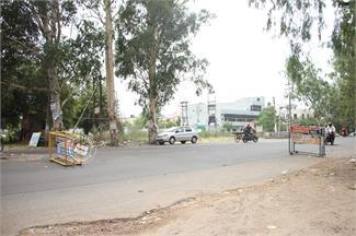 जालंधरः DAV काॅलेज के नजदीक लगे बैरीकेड पर पुलिस गायब