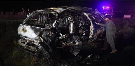 पाकिस्तान में यात्री वैन में आग से 13 की मौत, देखें तस्वीरें