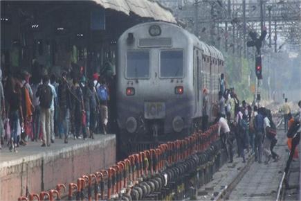 रेलवे स्टेशन का बुरा हाल : कोई रोकने वाला नहीं, कोई टोकने वाला नहीं