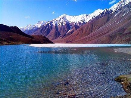 शीशे सा चमकता है हिमाचल की चंद्रताल झील का पानी(pics)