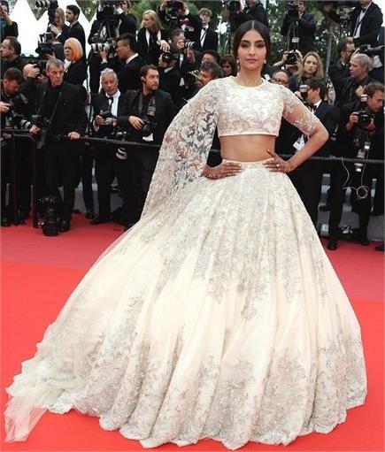 Cannes 2018: शादी के बाद पहली बार रेड कारपेट पर दिखीं सोनम कपूर