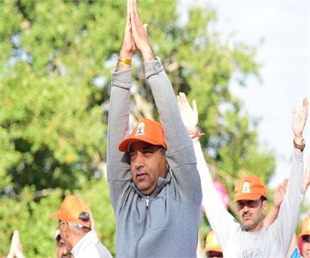 राज्यपाल और CM जयराम ने रिज मैदान पर किया Yoga (PICS)