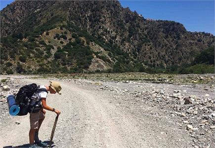 दादी के लिए 2800 KM पैदल चलकर लंदन पहुंचा 10 साल का मासूम  (Pics)