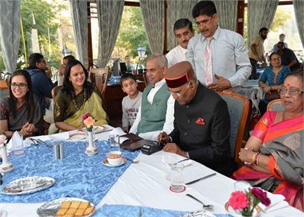 शिमला में राष्ट्रपति ने ली कॉफी की चुस्कियां, क्रेडिट कार्ड से चुकाया...
