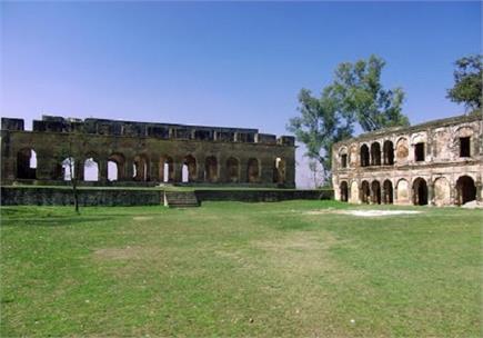 सुजानपुर में है हिमाचल का एक खूबसूरत किला, लोकप्रियता में लगाता है...