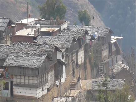इस गांव में क्यों बनाए जाते थे लकड़ी के तीन मंजिला मकान(PICs)