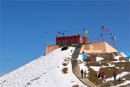 यह मां का चमत्कार है या अभिशाप, कोई भी इस मंदिर की नहीं बना पाया छत...