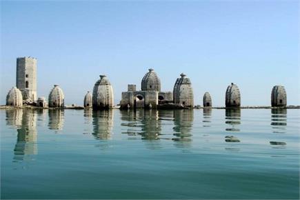 8 महीनों तक पानी में डूबा रहता है ये ऐतिहासिक मंदिर, देखने लायक हैं...