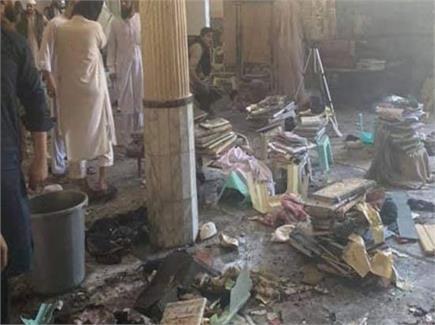 पाकिस्तानः पेशावर मदरसे में ब्लास्ट से 7 की मौत व 70 घायल (देखें...