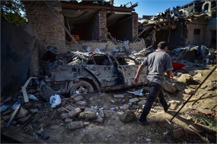 आर्मीर्निया-आजरबैजान जंग में सैंकड़ों लोगों की मौत, सड़कें व घर मलबे...