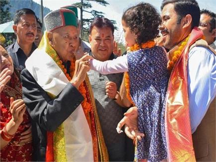 वीरभद्र सिंह ने मनाया 86वां Birthday, केक काटकर डाली नाटी (Watch Pics)