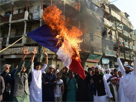 फ्रांस के राष्ट्रपति इमैनुअल  मैक्रों खिलाफ मुस्लिम देशों में भड़की...