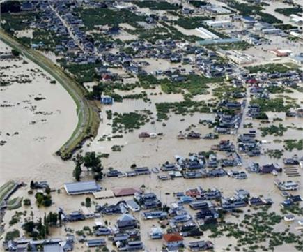 हगीबिस तूफान से तबाह हो गया जापान , तस्वीरों में देखें बर्बादी के मंजर