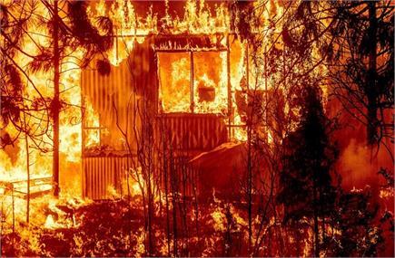 जंगल की आग से अमेरिका का ऐतिहासिक शहर खाक, देखें तबाही की तस्वीरें