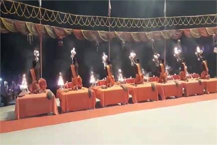 काशी में गंगा आरती के साथ हुआ नए साल का आगाज, देखें तस्वीरें