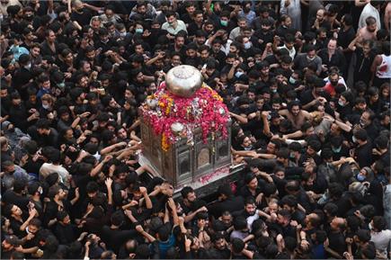 पाकिस्तान में धार्मिक जलूस में उमड़ा जनसैलाब, कोरोना नियमों की जमकर...