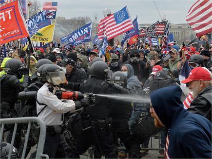 US सीनेट में ट्रंप समर्थकों-पुलिस के बीच हिंसा की तस्वीरें, भारत का...