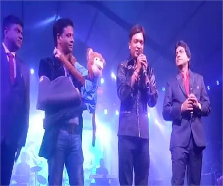 ताज महोत्सवः लाफ्टर नाइट में इन कॉमेडियनस ने अनोखे अंदाज से लोगों को...