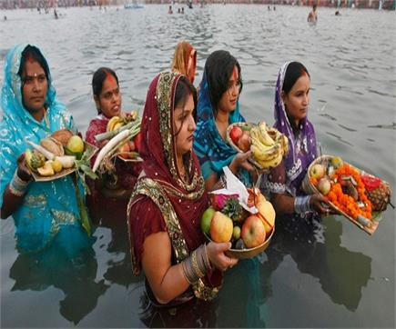 तस्वीरों में देखें छठ पूजा पर उमड़ा आस्था का सैलाब