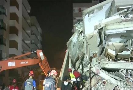 तुर्की में शक्तिशाली भूकंप से ताश के पत्तों सी ढह गई इमारतें, 22 लोग...