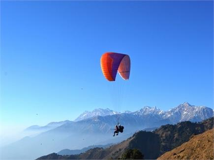 अगर पहाड़ों के बीच उड़ने का शौक है तो हिमाचल की ये जगह नहीं जन्नत से...