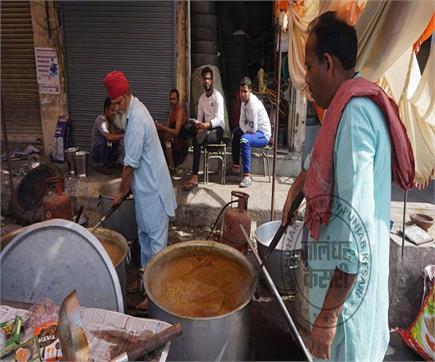 रामनवमी शोभायात्रा के शुभ अवसर पर लंगर की तैयारियों में जुटे श्रद्धालु