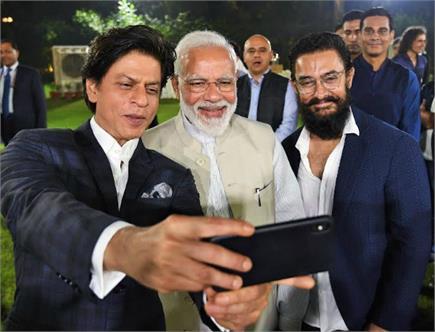 PHOTOS: मोदी का मुरीद हुआ बॉलीवुड, PM संग सेल्फी लेने के लिए क्रेजी...