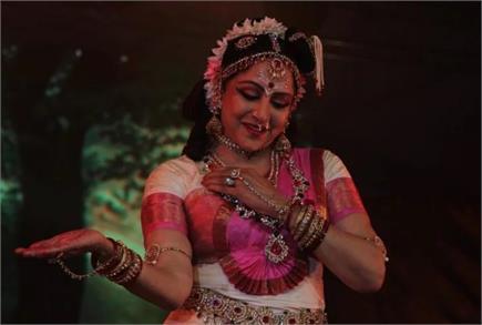 पार्वती और दुर्गा के रूप में नजर आई हेमा मालिनी, भरतनाट्यम नृत्य से...